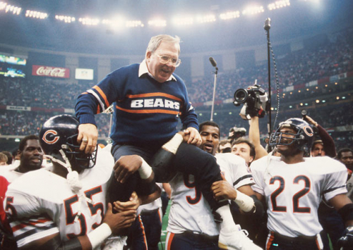1985 Bears holding up Buddy Ryan